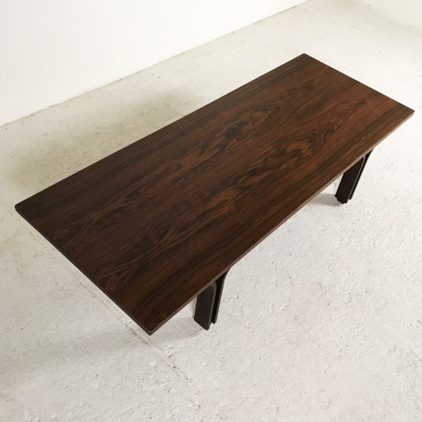 Table basse, banc vintage en palissandre 1950, de Gianfranco Frattini, édition Bernini.