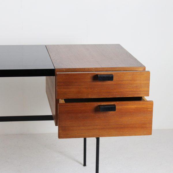 Bureau vintage 1950, de Pierre Paulin édité par Thonet, modèle CM 141, en chêne, mélaminé et métal noir.