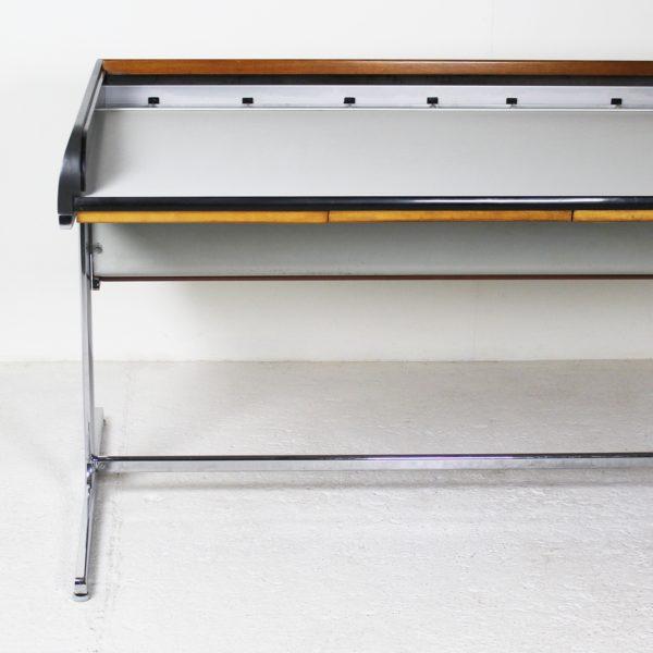 """Bureau vintage """"Action Office"""", de Georges Nelson pour Herman Miller, années 60. En bois laqué, noyer lamellé et fonte d'aluminium."""