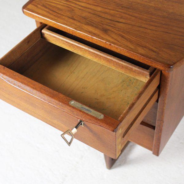 Bureau vintage en teck scandinave, années 60 de Peter Lovig Nielsen pour Mobelfabrik.