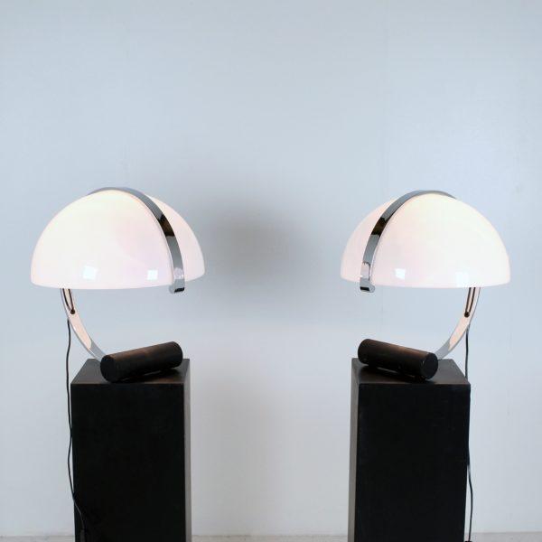 Lampes Stilnovo vintage, années 70, en perspex et métal chromé.