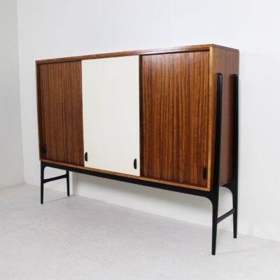 Meuble vintage à hauteur d'appui, d'Alfred Hendrickx, édité par Belform dans les années 50, structure en acajou, piétement en bois laqué noir.
