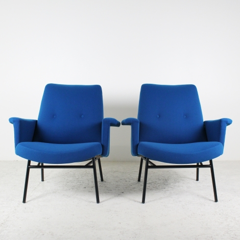 Paire de fauteuils de Pierre Guariche SK660 bleue 1