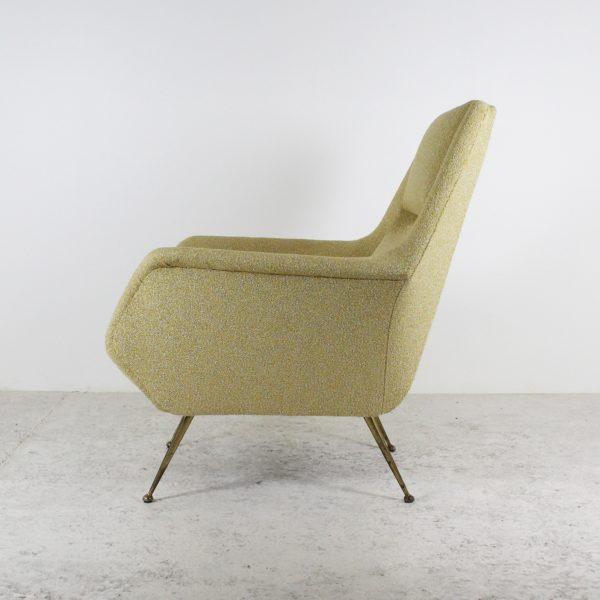 Paire de fauteuils vintage 1950, de Gigi Radice pour Minotti, pieds en laiton assises en tissu jaune Maison Lelievre.