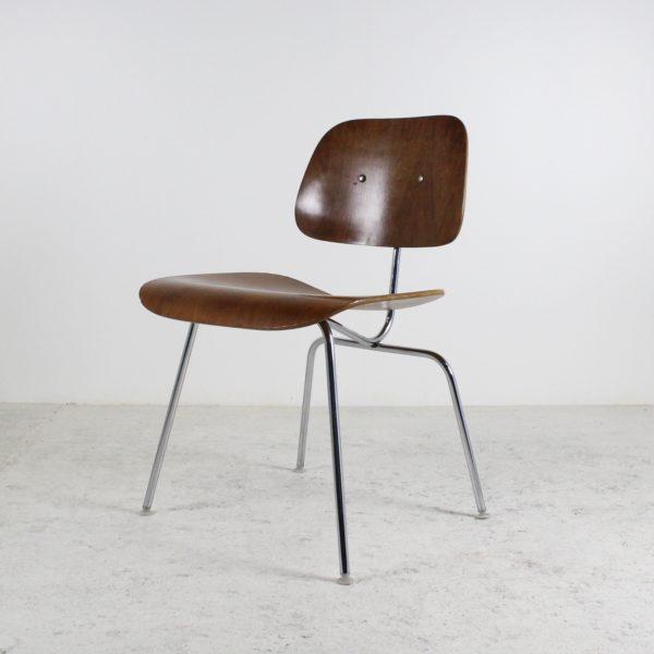 Chaise vintage DCM, de Eames pour Herman Miller, années 50, en bois lamellé collé et métal chromé.