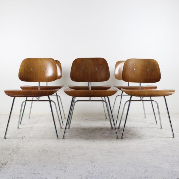 Six chaises vintage DCM, de Eames pour Herman Miller, années 50, en bois lamellé collé et métal chromé.