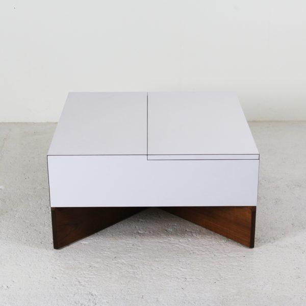 """Table vintage """"Aquilon"""" en teck et Formica blanc, de Pierre Guariche, éditée par Huchers-Minvielle dans les années 60."""
