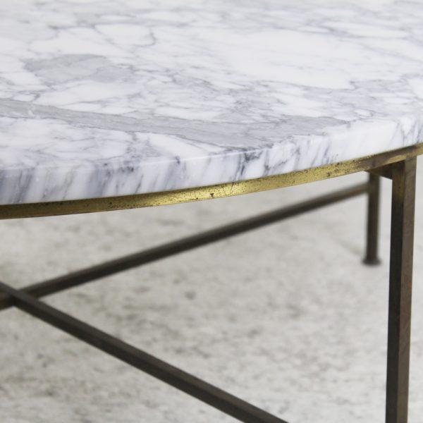 Grande table basse ronde vintage, années 60. En marbre et laiton, de Paul Mc Cobb.