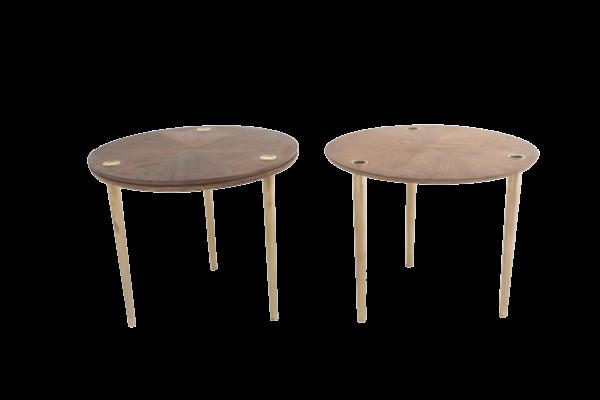"""Trois tables vintage en chêne et laiton 1950, modèle """"Partroy"""" de Pierre Cruège, édition Formes."""
