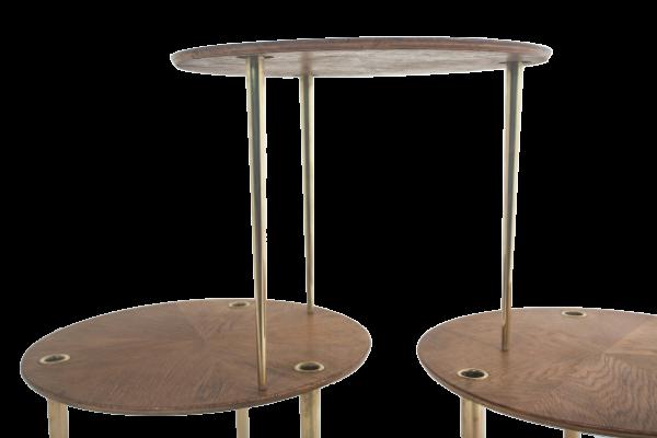 """Trois tables vintage en chêne et laiton 1950, modèle """"Partroy"""", de Pierre Cruège, édition Formes."""