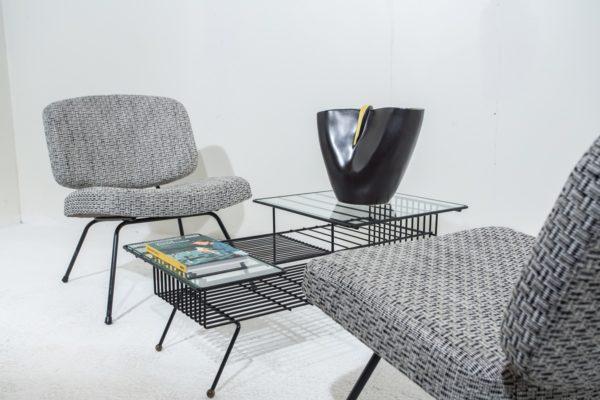 Ambiance vintage années 50, céramique de Revernay, table basse en métal noir, chauffeuses CM 190 de Pierre Paulin, édition Thonet.