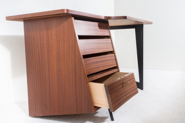 Bureau vintage en acajou de Claude Vassal, édité par les Magasins Pilotes dans les années 50.