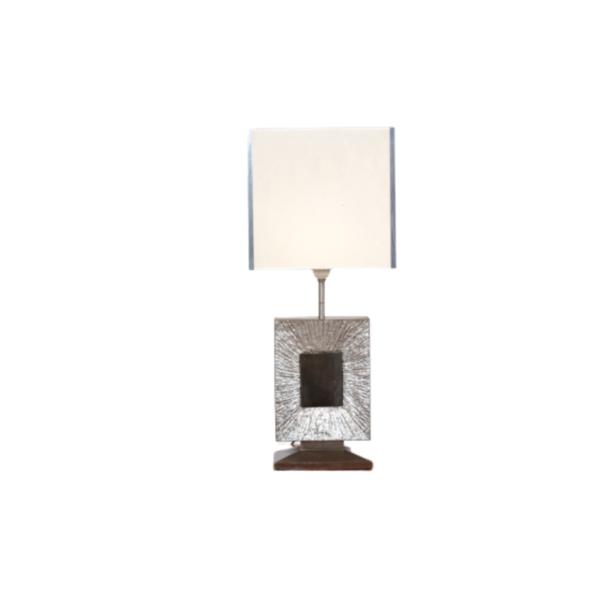 Lampe vintage des années 70, de la Maison française Baguès, pied en bronze argenté, abat-jour en tissu et cornières en métal chromé.
