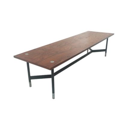 Table basse banc design et vintage rectangulaire scandinave, en teck et métal 1960.