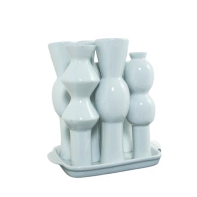 Vase en céramique blanche de Jean Decloquement.
