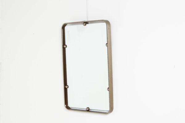 Miroir vintage rectangulaire, en laiton et verre, travail italien des années 70.