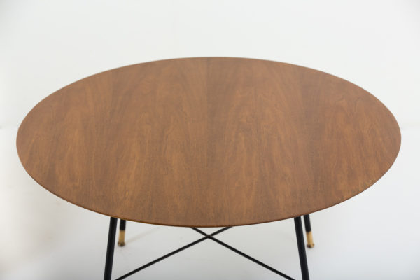 table vintage des années 50, d'Ico Parisi pour Cassina en noyer, métal laqué noir et laiton
