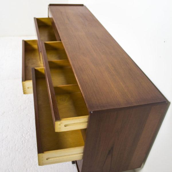commode vintage des années 60, s'ouvrant par huit tiroirs en façade, travail danois.