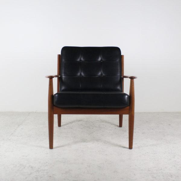 Fauteuils vintage danois, années 50, de Grete Jalk, en teck et coussins en cuir noir d'origine.