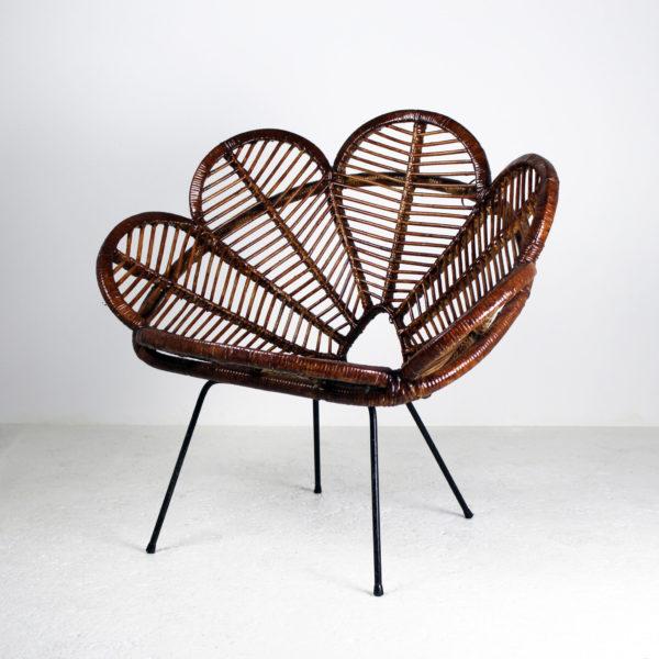 Fauteuil en rotin 1950 vintage des années 50, en rotin et métal, en forme de fleur.