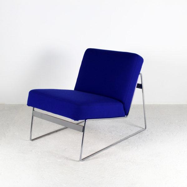 Chauffeuses en métal chromé rétro des années 70, structure en métal chromé et assise en tissu Kvadrat.