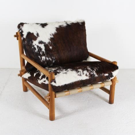 Vente en ligne Fauteuil années 1960 en bois de mélèze, coussins en peau de vache