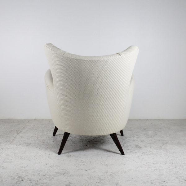 Fauteuils vintage italiens, années 50, pieds coniques en bois, assises refaites à neuf avec un tissu de la Maison Lelievre.