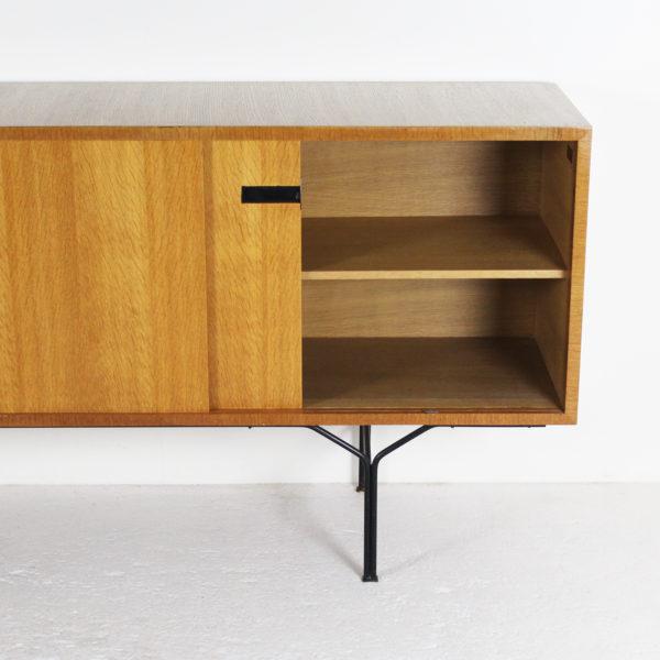 enfilade vintage, années 50, de Gérard Guermonprez pour Magnani, structure en frêne et piétement en métal laqué noir.