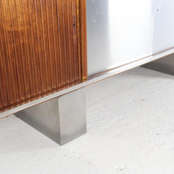 enfilade vintage à quatre portes, en teck et acier brossé, réalisée dans les années 70.