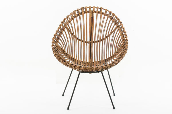 Fauteuil rétro en rotin, forme corbeille, travail italien des années 60