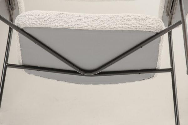 Fauteuil vintage CM190F, de Pierre Paulin, édité par Thonet dans les années 50. Structure en métal laqué noir, assise en tissu de la Maison Pierre Frey.