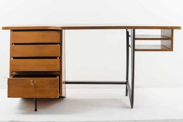 Bureau vintage de Claude Vassal, en chêne et métal noir, édité par les Magasins Pilotes dans les années 50.