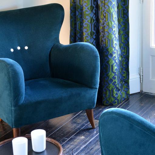 Paire de fauteuils des années 1950 en velours bleu canard