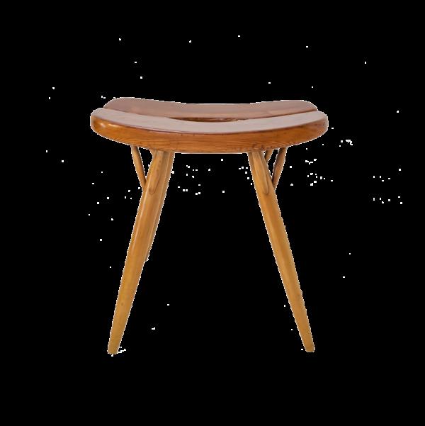 """Tabouret vintage modèle """"Pirkka"""" du designer finlandais Ilmari Tapiovaara pour Laukaan Puu dans les années 50 . L'assise en pin repose sur quatre pieds en bouleau, signatures du designer et du fabricant sous l'assise."""