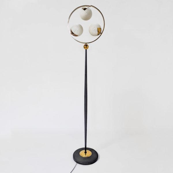 Lampadaire vintage des années 50 en métal laqué noir, opaline et laiton