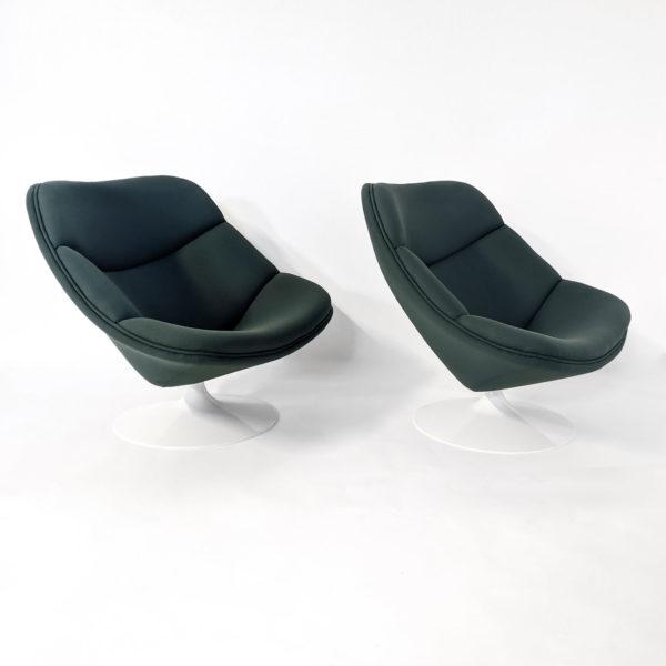 Paire de fauteuils vintage en tissu vert, modèle F557 (ou Oyster) de Pierre Paulin édité par Artifort en 1961