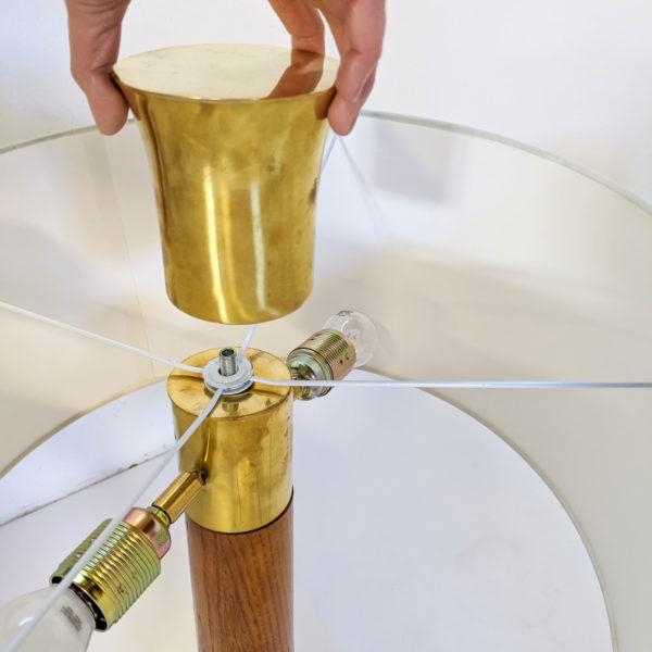 Paire de lampes vintage des années 70 en chêne et laiton