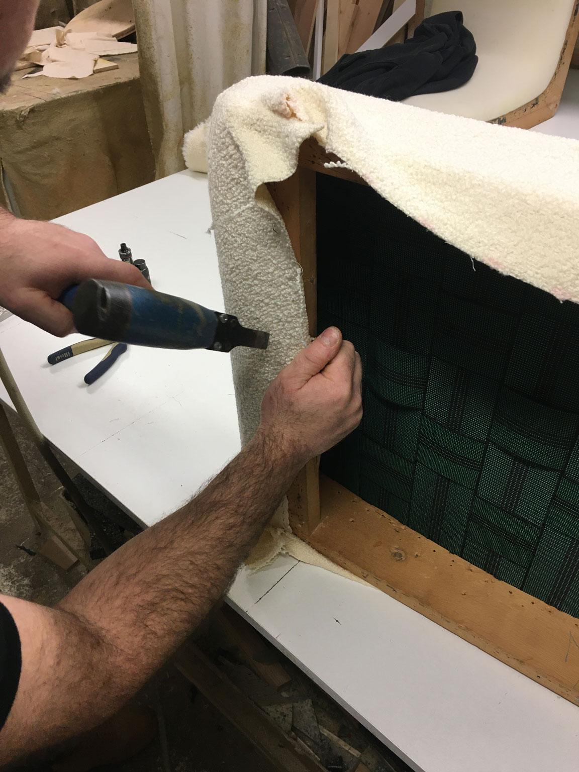 Restauration d'un fauteuil vintage par Atelier 2 pour Emmanuelle Vidal