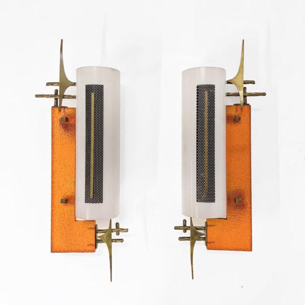 Paire d'appliques vintage en résine, perspex et laiton, 1950